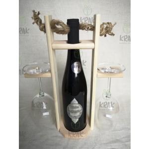 Vínová sada so striebornou kovovou nálepkou v drevenom stojane 2747
